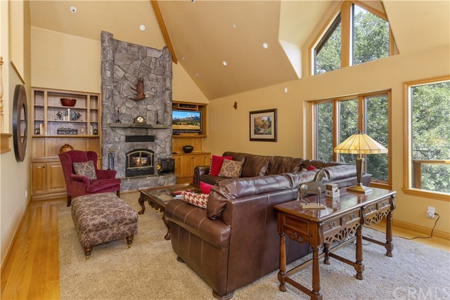 27537 W Shore Road, Lake Arrowhead CA: http://media.crmls.org/medias/da819398-55cb-4137-8c2a-58aa90c121f9.jpg