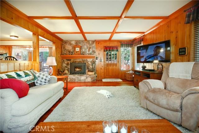 615 Pioneer Road, Lake Arrowhead CA: http://media.crmls.org/medias/da86fcf7-6baf-4e42-8d3a-059666998899.jpg