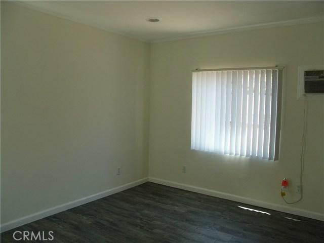 10321 Parr Avenue, Sunland CA: http://media.crmls.org/medias/da88bb79-5225-4d7d-bfc5-90807cd27f24.jpg