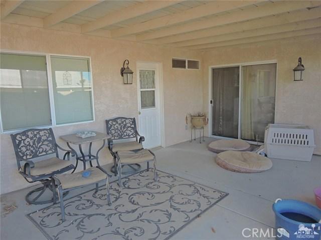 57130 Selecta Avenue, Yucca Valley CA: http://media.crmls.org/medias/da8bd4fa-85c2-4414-b033-704e7c8029c1.jpg