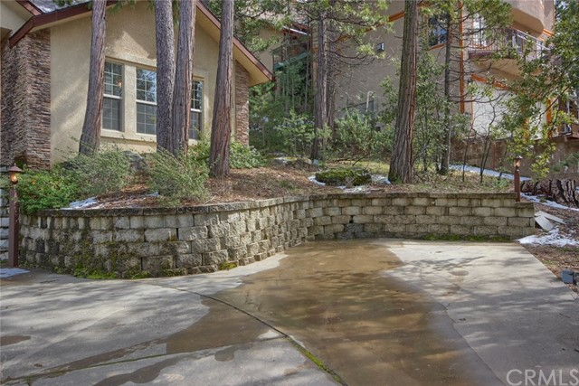 53890 Dogwood Creek Drive, Bass Lake CA: http://media.crmls.org/medias/da938605-6bed-482f-8a82-cca069a0de23.jpg