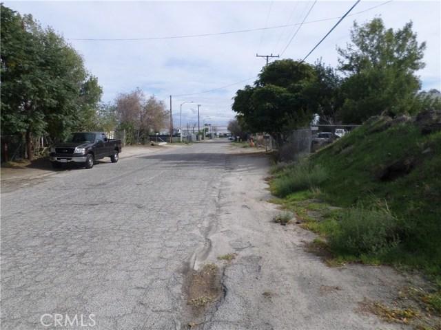 781 E Santa Fe Street, San Bernardino CA: http://media.crmls.org/medias/da9fd72f-95b2-4b08-b5f9-76434d13429c.jpg