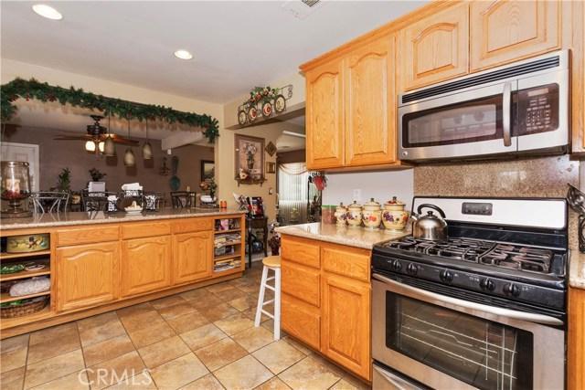 7639 Lankershim Avenue, Highland CA: http://media.crmls.org/medias/daa3ef01-60a6-459e-8367-c86072247cbb.jpg