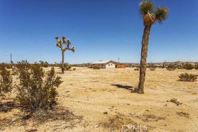 62695 Sunny Sands Drive, Joshua Tree CA: http://media.crmls.org/medias/daa9f3f9-78a5-4a86-8b3a-8f180463d02b.jpg