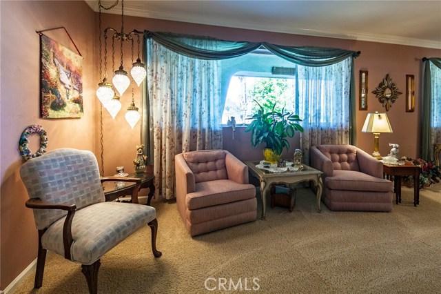 30116 Emerald Lane, Hemet CA: http://media.crmls.org/medias/daad9bac-410f-4c1f-9bf2-ace87e38dd6e.jpg