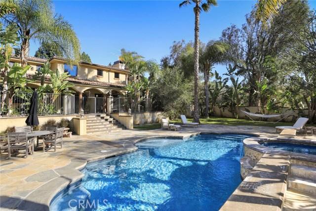 واحد منزل الأسرة للـ Sale في 181 S Possum Hollow 181 S Possum Hollow Anaheim Hills, California 92808 United States