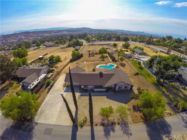 16415 Holcomb Way, Riverside CA: http://media.crmls.org/medias/dae79ce2-7278-4b62-96c8-f2e9e56cdcae.jpg