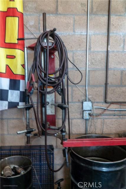5483 Arrow Highway, Montclair CA: http://media.crmls.org/medias/db102331-3c92-4cf7-bc59-91d0b7e2aeac.jpg