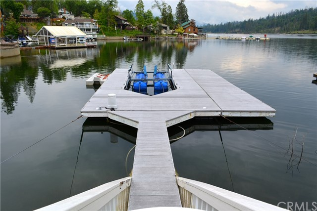 39339 Blue Jay Drive, Bass Lake CA: http://media.crmls.org/medias/db103efe-2264-4483-a3f2-7dda3757c087.jpg