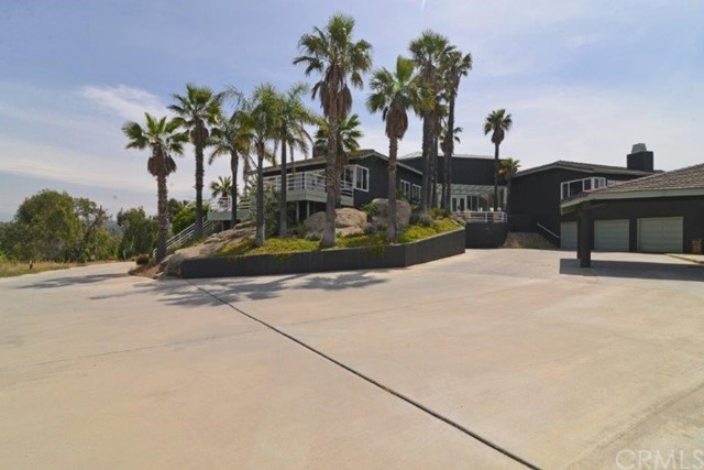 Single Family Home for Sale at 7655 Dufferin Avenue Riverside, California 92504 United States