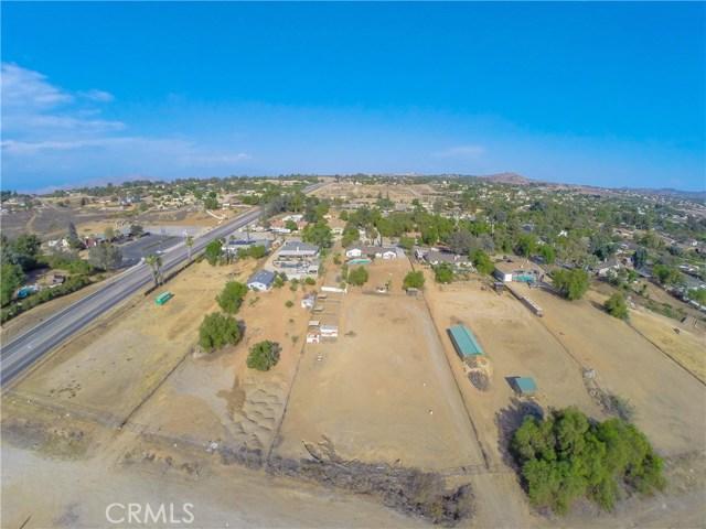 16415 Holcomb Way, Riverside CA: http://media.crmls.org/medias/db4f16f2-3131-4540-9f28-169043365d0f.jpg