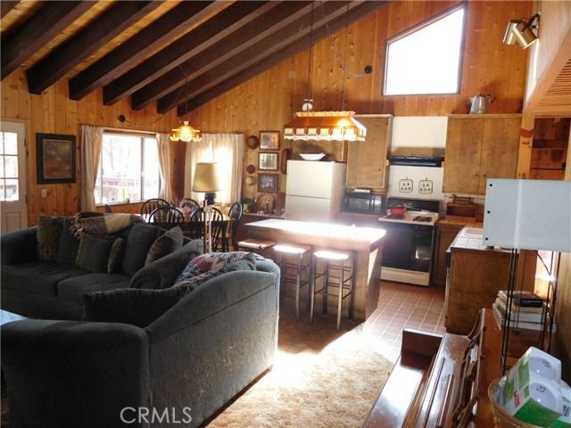 33211 Juniper Lane, Green Valley Lake CA: http://media.crmls.org/medias/db5787b3-eae2-4d5b-8307-fb1216dd86ac.jpg