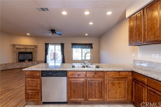 14176 Kiowa Road, Apple Valley CA: http://media.crmls.org/medias/db58a112-6cb7-4b3f-9f2b-2a3e2801af85.jpg
