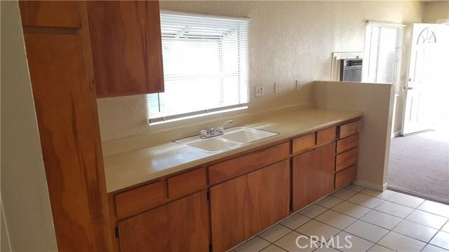 208 N I Street, San Bernardino CA: http://media.crmls.org/medias/db5c2113-ecf4-4858-95f9-52ade5994351.jpg