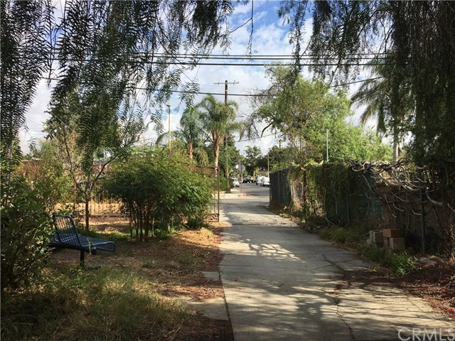 8947 Noble Avenue, North Hills CA: http://media.crmls.org/medias/db6810d8-d985-40cb-a6ea-7cf0823cccc1.jpg