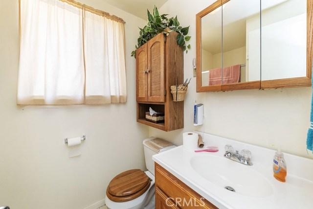 3141 La Habra Avenue, Yucca Valley CA: http://media.crmls.org/medias/db7138af-3f9a-417a-b255-a79717a37ab2.jpg