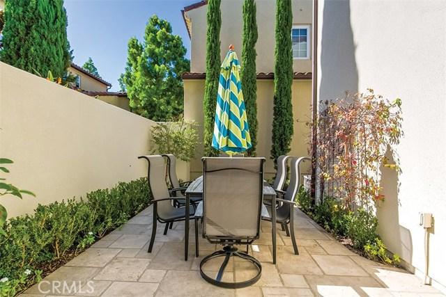 40 Gardenpath, Irvine CA: http://media.crmls.org/medias/db77b81d-6e14-4f3b-81e4-043bdf35b968.jpg