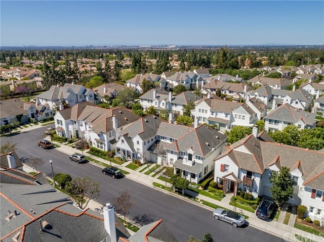53 Essex Lane, Irvine CA: http://media.crmls.org/medias/db7c6a25-a6c2-40b2-8f26-348d5573469e.jpg