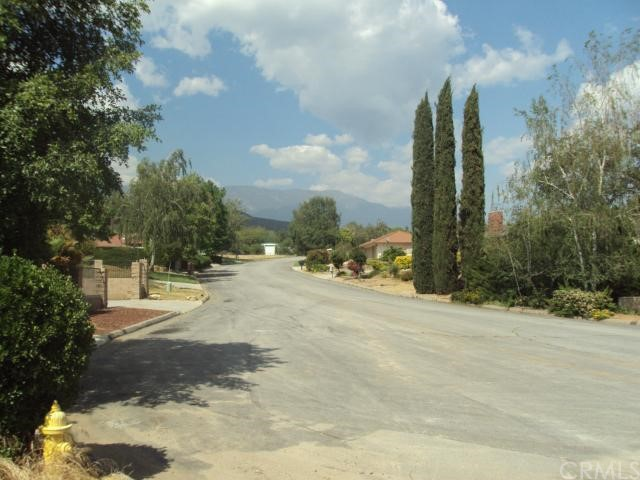9481 Oak Creek Road, Cherry Valley CA: http://media.crmls.org/medias/db862e9a-9bb5-4bf4-960a-a7938e1d50b0.jpg