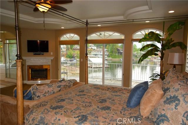 39339 Blue Jay Drive, Bass Lake CA: http://media.crmls.org/medias/db864971-8125-4c38-8dd6-bf84857c0d15.jpg