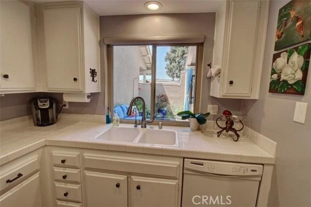 8856 Sutter Circle, Huntington Beach CA: http://media.crmls.org/medias/db883902-9b22-4b50-adab-68a679cf1a57.jpg