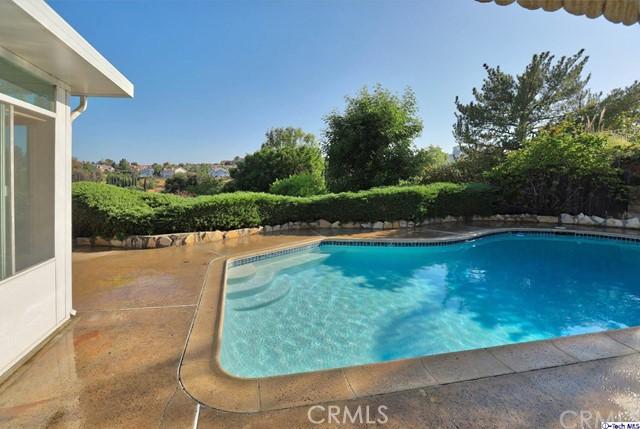 17622 Arvida Drive, Granada Hills CA: http://media.crmls.org/medias/db89f211-1a1e-47e5-960f-995dd46ded2f.jpg