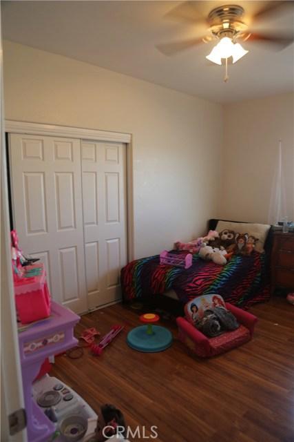 14794 Columbine Street, Victorville CA: http://media.crmls.org/medias/db9cfb86-505f-477d-a006-ce34ccaa5154.jpg