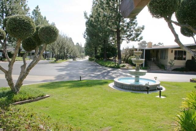 24001 Muirlands Boulevard, Lake Forest CA: http://media.crmls.org/medias/dbced207-19c9-4044-b4d8-2b459101124f.jpg
