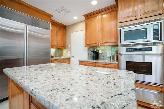 4 Exeter Court, Rancho Mirage CA: http://media.crmls.org/medias/dbd1790e-85c6-4a4b-9917-7dd50957d8d4.jpg