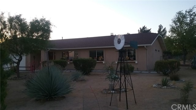 22686 Saguaro Road, Apple Valley CA: http://media.crmls.org/medias/dc09b4f4-ae79-459f-b963-4ae5b753866b.jpg