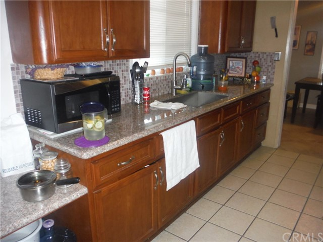 Additional photo for property listing at 906 W Yale Street  安大略, 加利福尼亚州 91762 美国