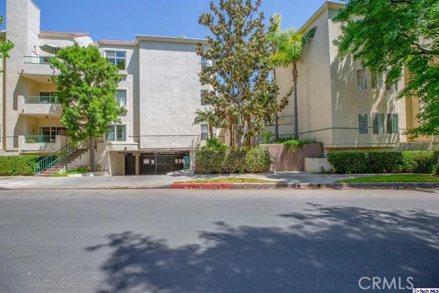 5420 Sylmar Avenue, Sherman Oaks CA: http://media.crmls.org/medias/dc544dbe-1c09-40c0-acd0-60a6064dcec0.jpg