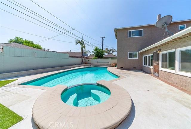 4808 Coldbrook Avenue, Lakewood CA: http://media.crmls.org/medias/dc6e0dac-4250-46f1-a3f6-fd14f47e7368.jpg