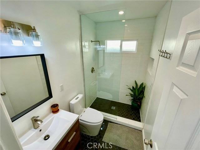 604 Park Avenue, Long Beach CA: http://media.crmls.org/medias/dc9e8f29-bcbd-49d7-ba1a-91ab8a47bee6.jpg