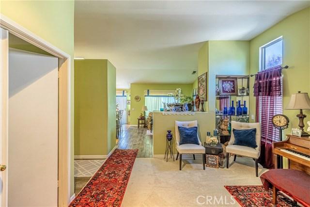 1863 W Avenue H8, Lancaster CA: http://media.crmls.org/medias/dcf568b8-b8b9-46fe-aca4-a4d2d0602dc7.jpg