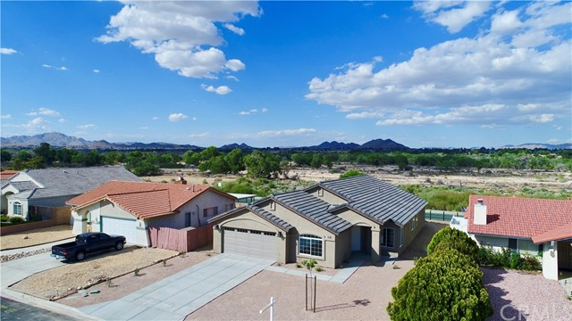 13901 Driftwood Drive, Victorville CA: http://media.crmls.org/medias/dd0f055b-00ab-4a50-bd9d-6aa0f2ec82d1.jpg