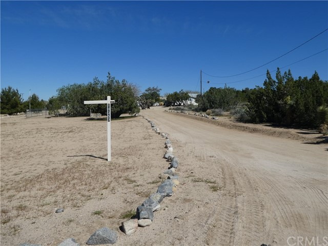 10357 Mountain Road,Pinon Hills,CA 92372, USA