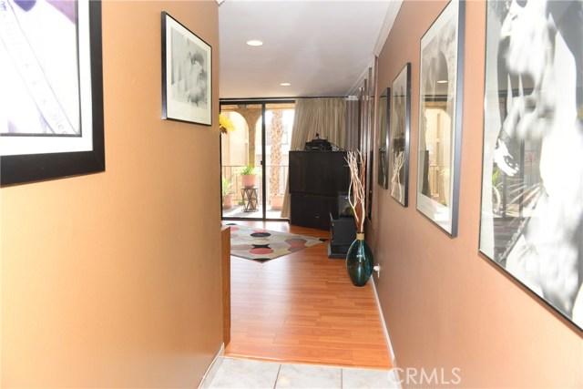 3511 Elm Avenue, Long Beach CA: http://media.crmls.org/medias/dd1e99b9-3495-4d4e-b3ae-f40b3226be25.jpg