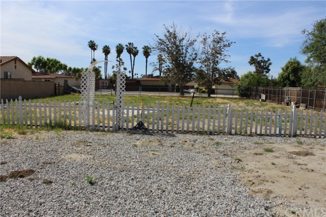 919 W Mayberry Avenue Hemet, CA 92543 is listed for sale as MLS Listing IV17077296