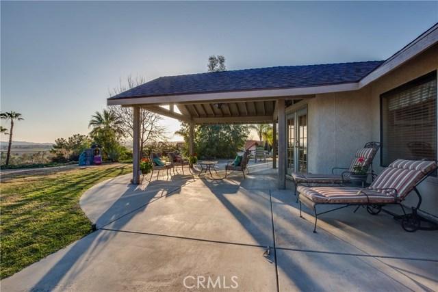 42090 Granite View Drive, San Jacinto CA: http://media.crmls.org/medias/dd4b9d88-3b22-4f29-bb9a-d27ce5ad155a.jpg