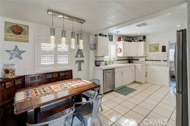 4724 W 161st Street, Lawndale CA: http://media.crmls.org/medias/dd4c5f49-dc16-48af-bd35-3b818d733727.jpg