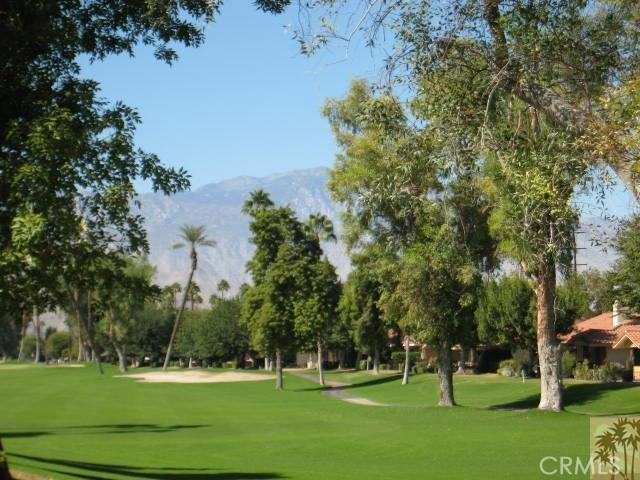 332 Villena Way, Palm Desert CA: http://media.crmls.org/medias/dd539d18-8245-42e2-b70e-f4fcdbbc0b92.jpg