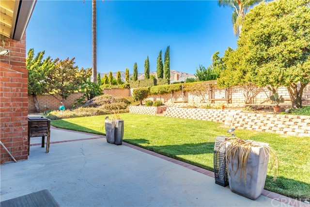 1237 Oak Mesa Drive, La Verne CA: http://media.crmls.org/medias/dd54e592-ccc8-4da6-bb87-51342e4a5c1e.jpg