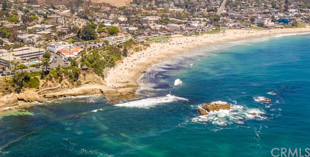 319 Cypress Drive, Laguna Beach CA: http://media.crmls.org/medias/dd5f1b2d-f4b9-4f79-881e-b77755441303.jpg