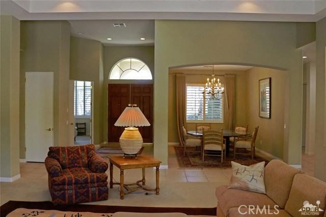 5 Varsity Circle, Rancho Mirage CA: http://media.crmls.org/medias/dd6425b1-7291-4c52-9e28-57411b943a63.jpg