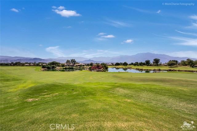 5 Via Bella, Rancho Mirage CA: http://media.crmls.org/medias/dd7bbf80-62ac-485a-855f-17ee51e0a77e.jpg