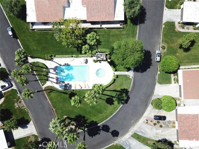 52 Durango Circle, Rancho Mirage CA: http://media.crmls.org/medias/dd8d5e35-353b-4178-94c6-c6ef80d77d4a.jpg