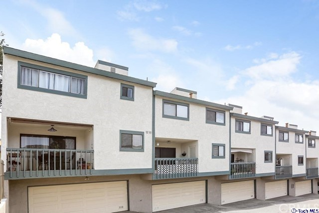 2809 Montrose Avenue, Glendale CA: http://media.crmls.org/medias/dd8eedb8-42f2-4ae5-be1e-3f3aa5c73de3.jpg