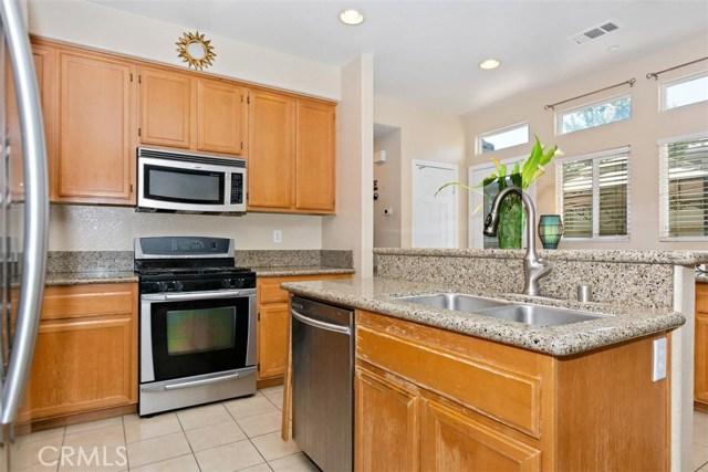 6387 Juneberry Way, Riverside CA: http://media.crmls.org/medias/dd9472ce-6517-4b03-be8f-f8fd06be7fb2.jpg