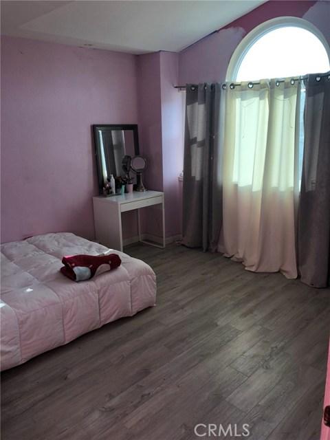 3669 N Live Oak Avenue, Rialto CA: http://media.crmls.org/medias/dd997a16-ea3d-4645-84ea-b8f0dc835440.jpg
